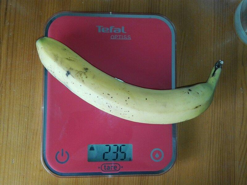 Вес банана со шкуркой - 235 грамм (100%)