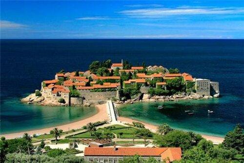 Поток иностранных туристов увеличился в Черногорию