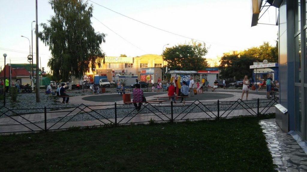 Прежний  боксер изКирово-Чепецка прилюдно избил супругу  итещу