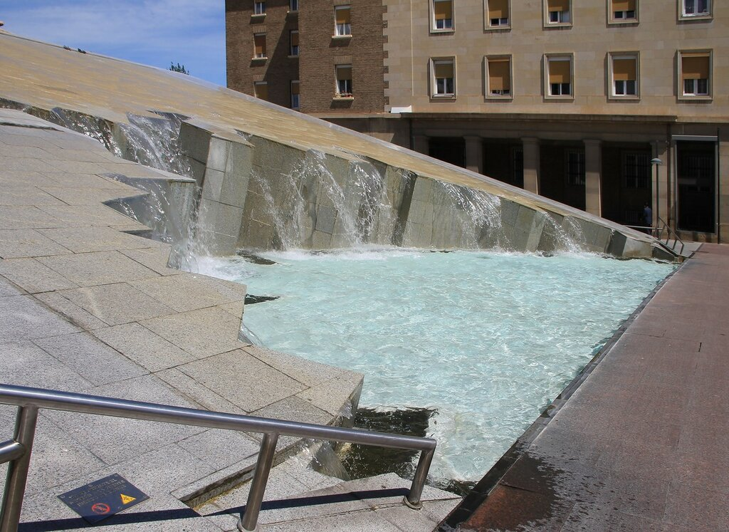 Сарагоса. Фонтан Испанского мира (Fuente de la Hispanidad)