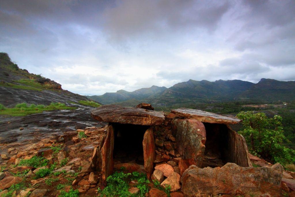Дольмены Марайур, Керала Дольмены — доисторические погребальные камеры, которые обычно выглядят как