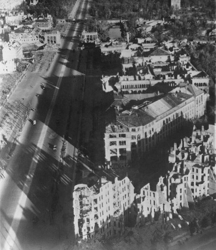 10. Технический колледж сразу после войны. Год спустя он вновь открылся как Технологический универси