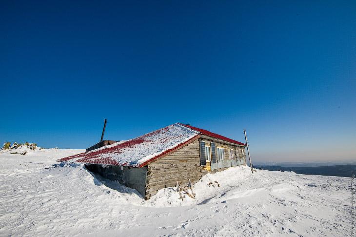 2. Ныне в здании метеостанции располагается туристический приют.