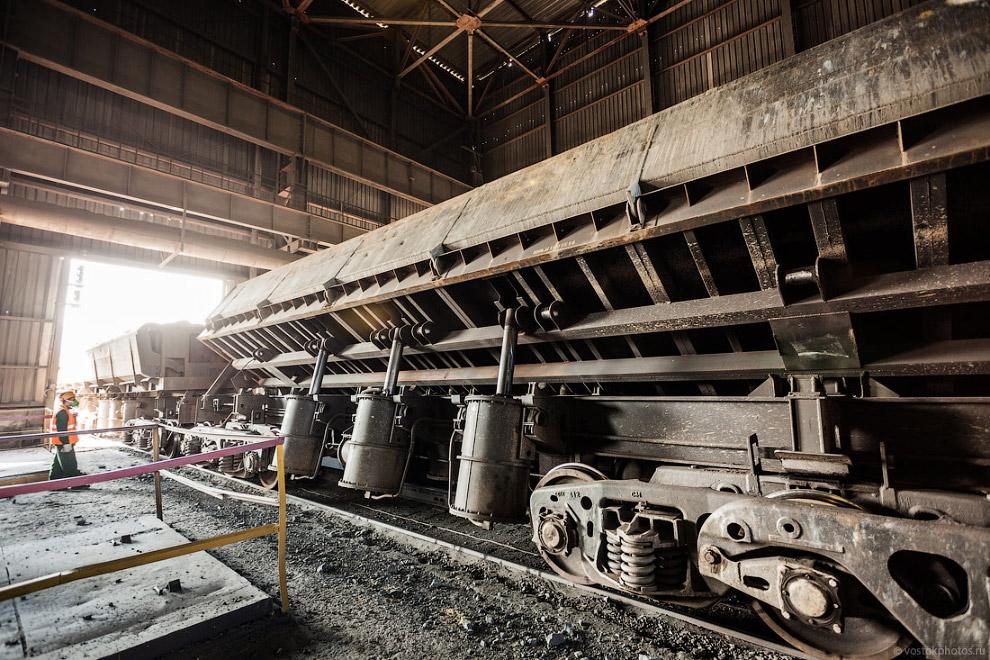 67. В процессе обогащения руда проходит несколько этапов дробления. На каждом из них она станов