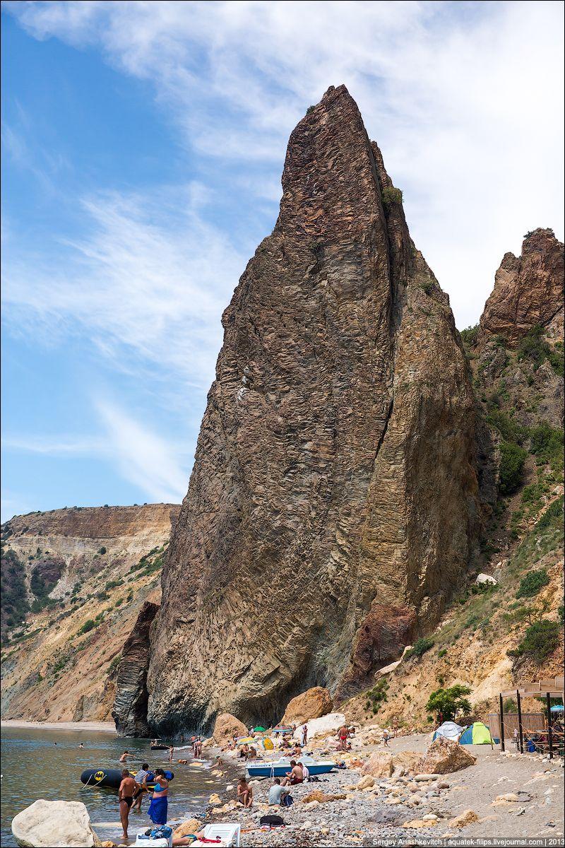 Сложно представить, как скала может быть такой аккуратной и геометрически правильной трубчатой струк