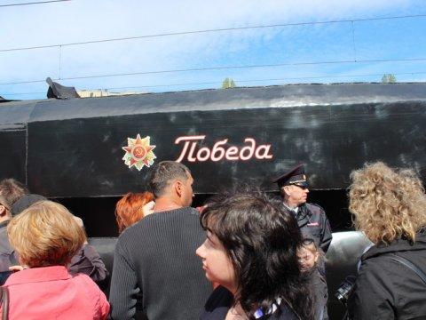 ВСаратове поезд Победы встретили тысячи городских жителей
