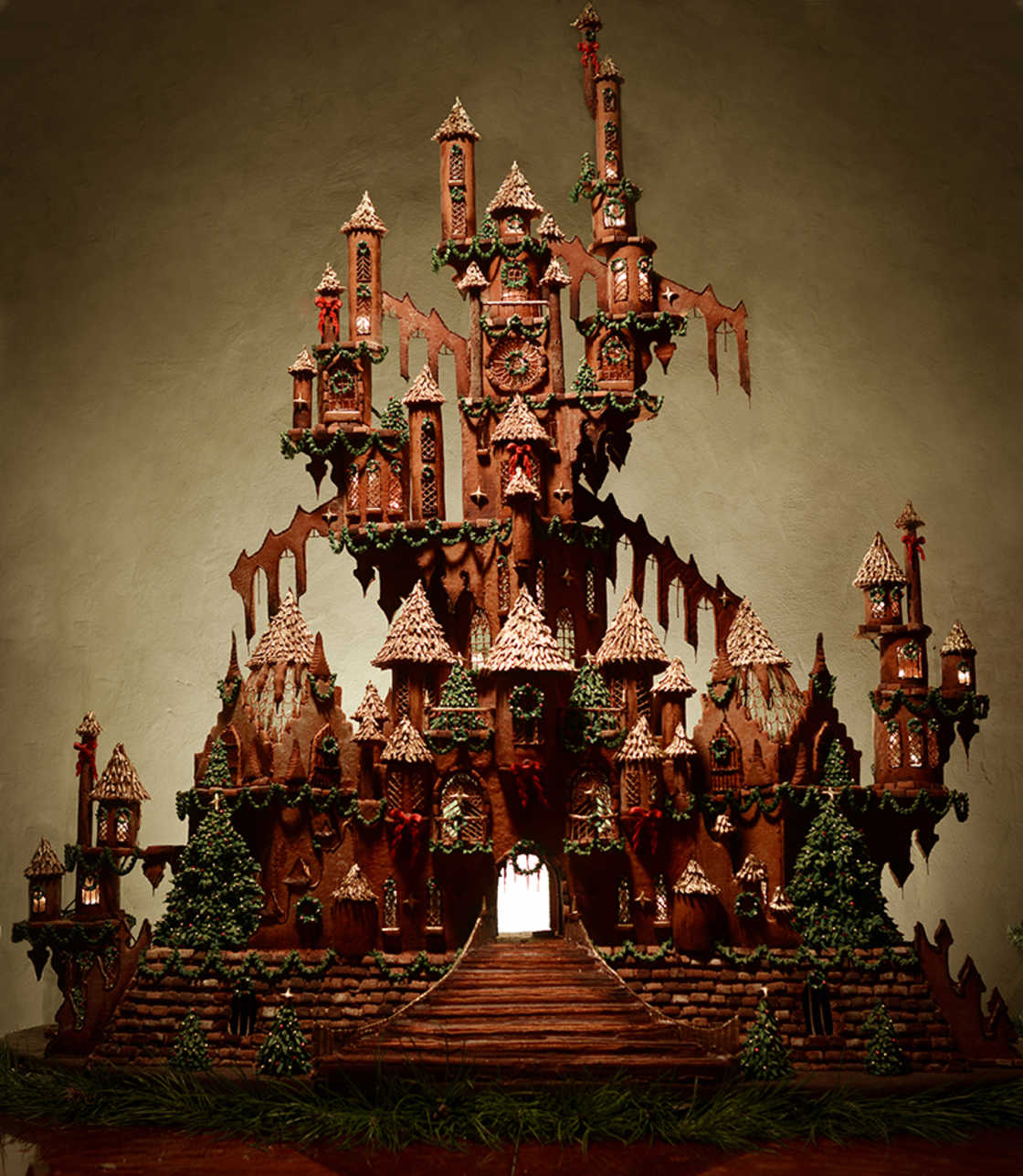 She creates an incredible 1,50-meter-tall gingerbread castle (9 pics)