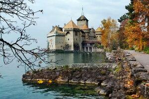 В старом замке поселилась осень