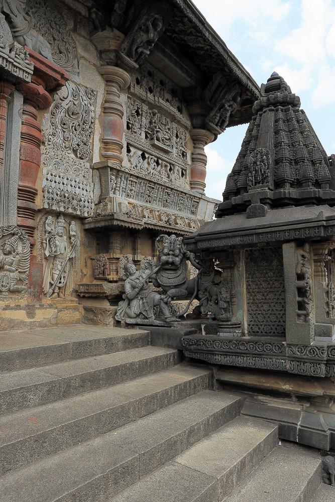 Фото № 16. Эмблема Хойсала. Отчеты об отдыхе в Индии. Поездка по храмам города Белур в Карнатаке. 17-40, 1/40, -1 eV, f 10, 19mm, ISO 100.