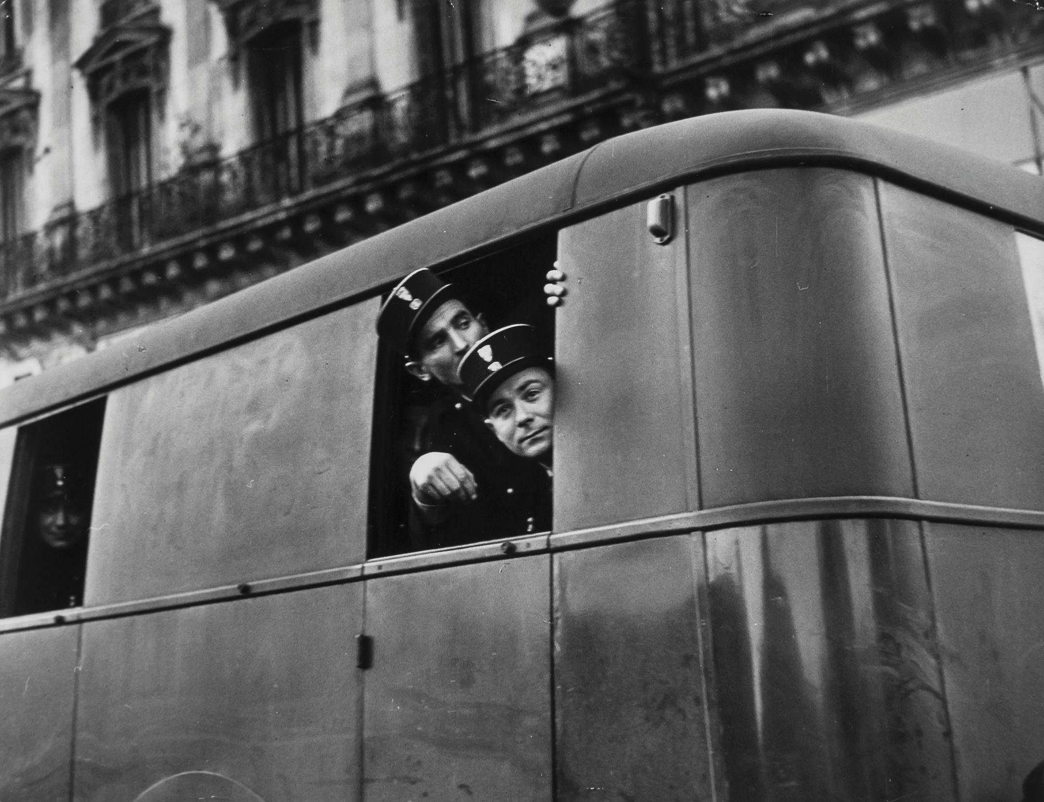 1948. Демонстрация у кинотеатра в Пюто