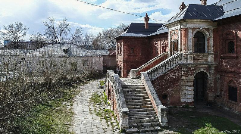 Митрополичьи палаты — дворец Крутицких митрополитов