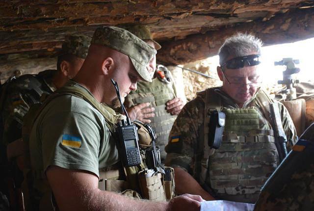 Боевики стреляют из запрещенного оружия ночью, - Муженко. ФОТО