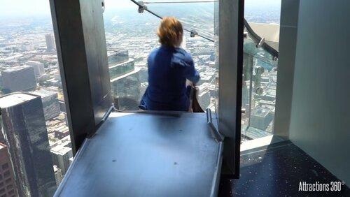 Экстрим аттракцион в городе Ангелов на небоскребе
