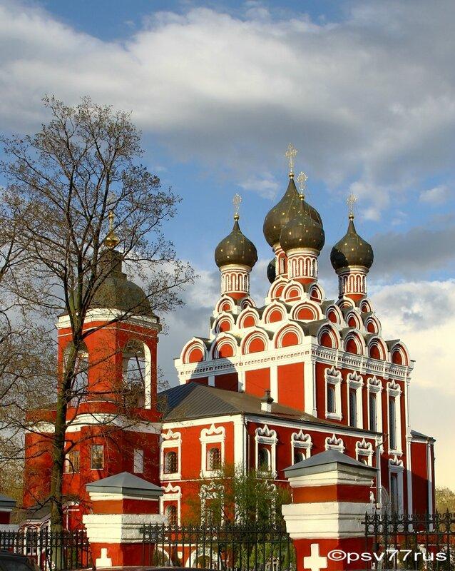 Храм Тихвинской Иконы Божией Матери в Алексеевском.