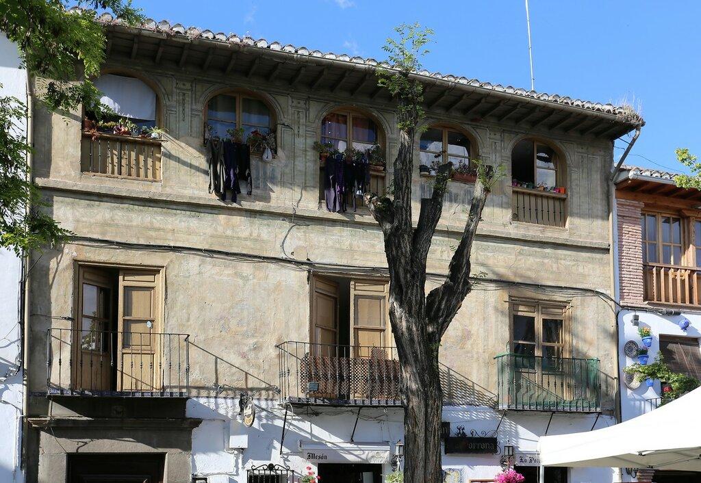 Гранада. Площадь Ларга (Plaza Larga)