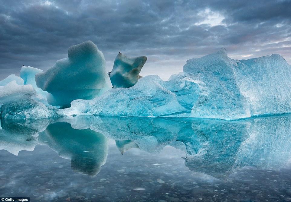 Этот айсберг был снят фотографом Ральфом Клевенджером в Антарктиде.