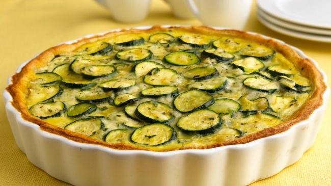 7. Франция — открытый пирог с цукини и козьим сыром 250 г готового песочного теста 2 кг цукини 120 г