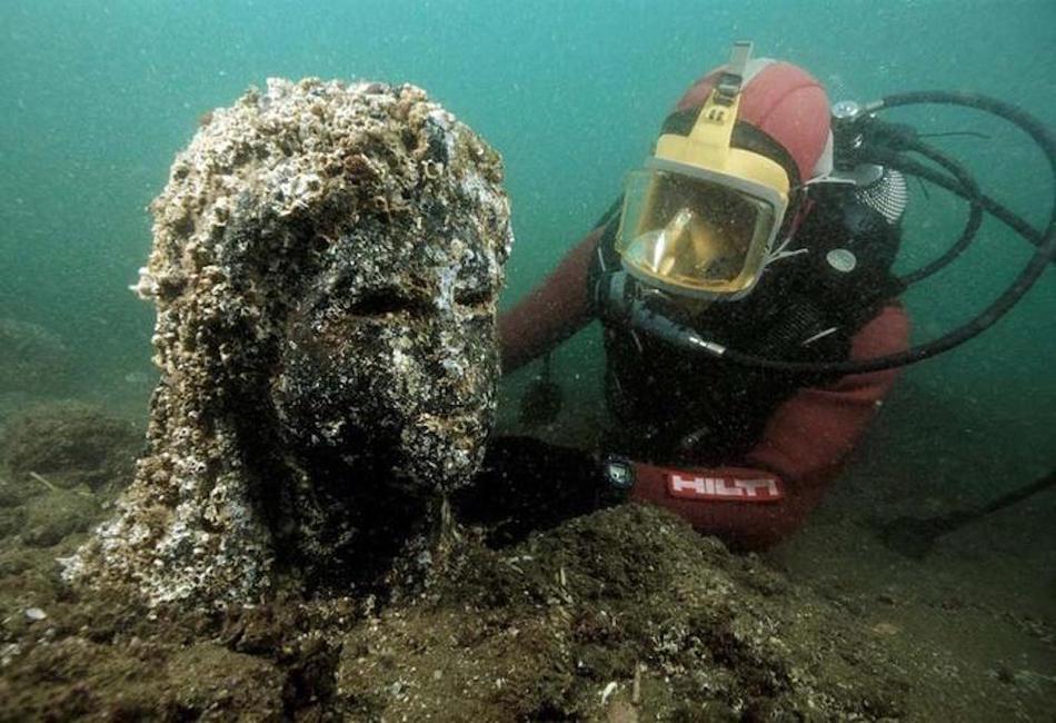 Исследовав место, где находилась гавань с десятком кораблей, ученые предположили, что они все были с