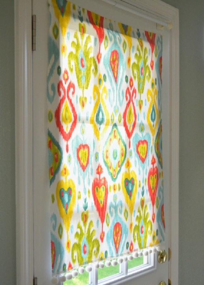 Яркие шторы намагнитах— простой способ сделать интерьер более красочным.