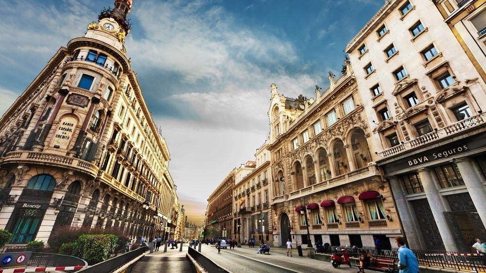32. Большая часть города остается практически неизменной вот уже несколько столетий, и узкие улочки