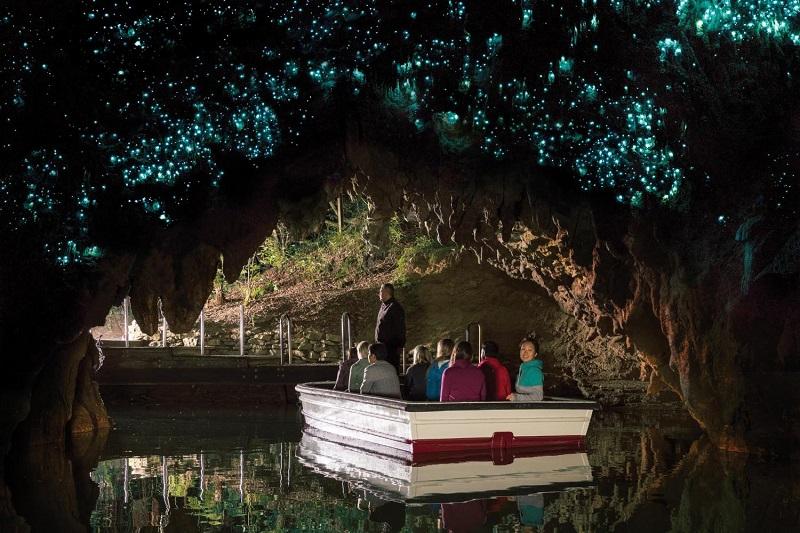 Экскурсия в пещере Вайтомо.