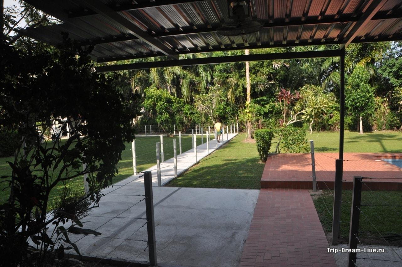 Территория посольства
