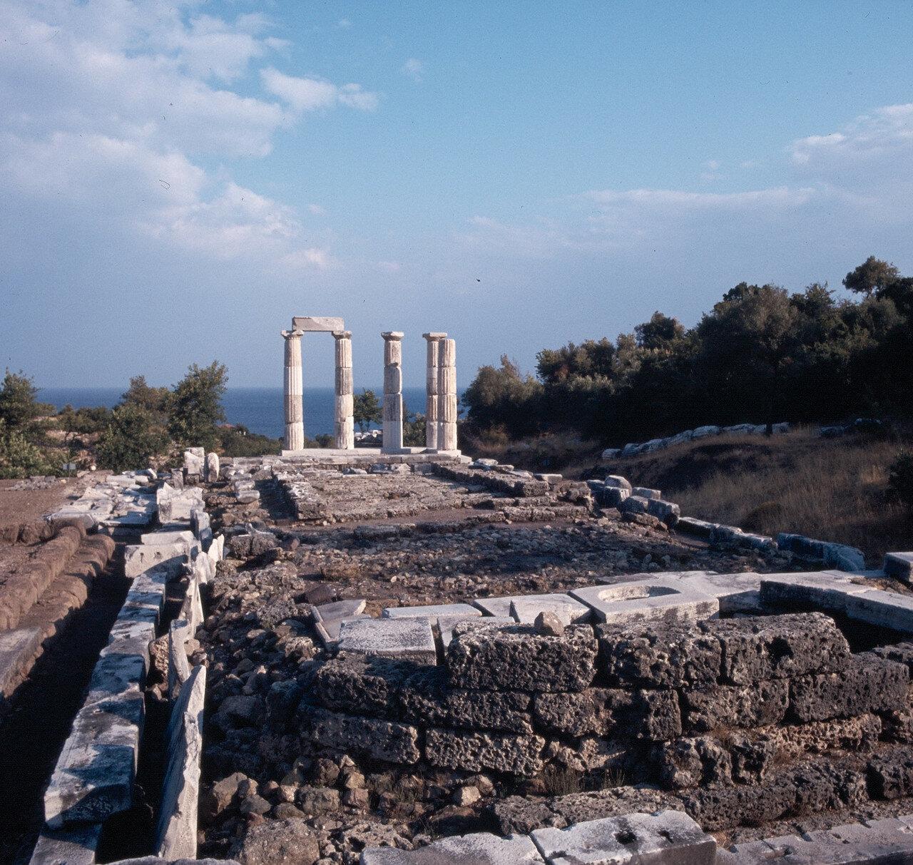 Самофракия. Арсинойон. «Святилище великих богов». Каменный алтарь перед Арсинойоном