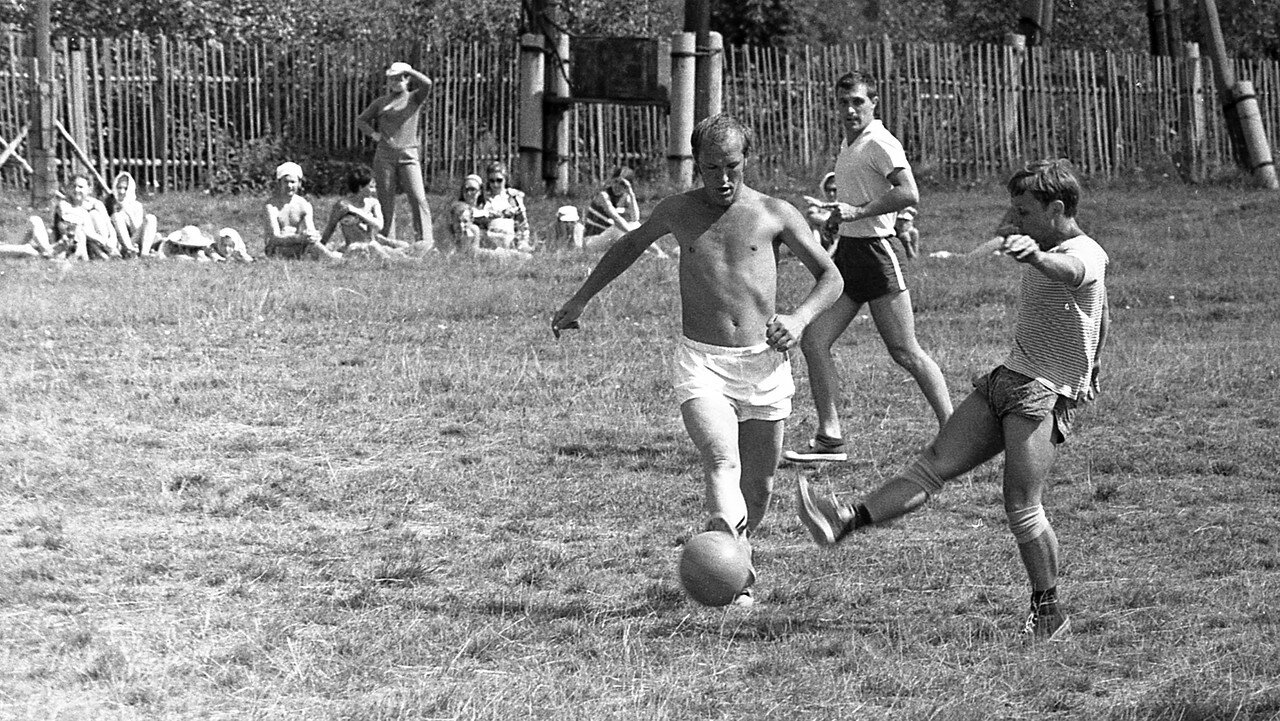 145. Футбол
