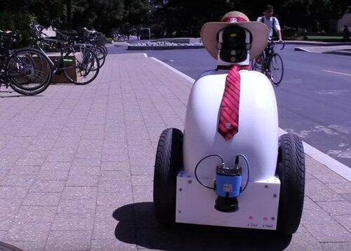 Социальных роботов обучат «пешеходному этикету»