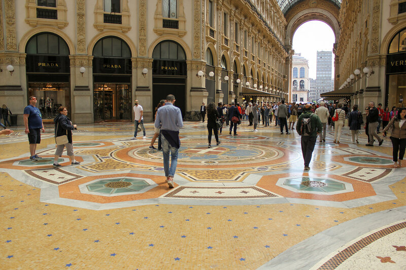Внутренний зал галереи Vittorio Emanuele II