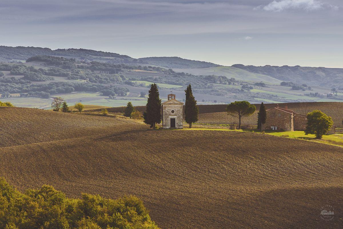 И вот на этой фотографии я немного приторможу, потому что это одна из «икон» Тосканы. То есть если п