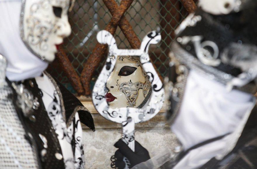 12. Последний день карнавала — Жирный вторник (аналогичен славянской Масленице), за которым следует
