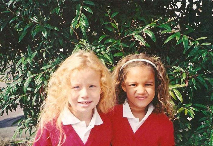 7. 18-летние сестры из Глостера (Великобритания) родились в январе 1997 года.