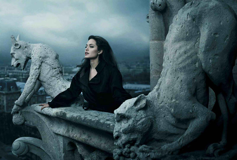 15. Гениальная Джоли в образе Эсмеральды