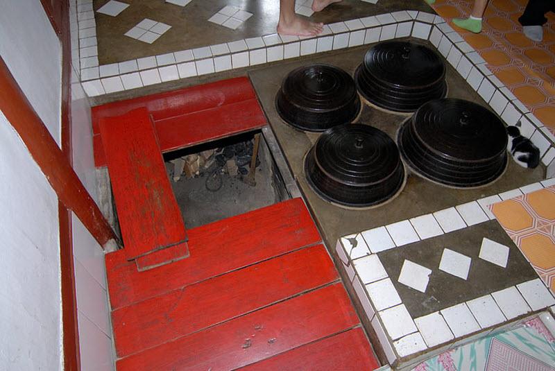 54. Отопление корейских домов организовано под полом. Т.е. печка находится на уровне фундамента. Отк
