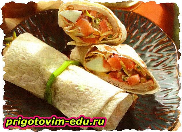 Буррито с острым салатом