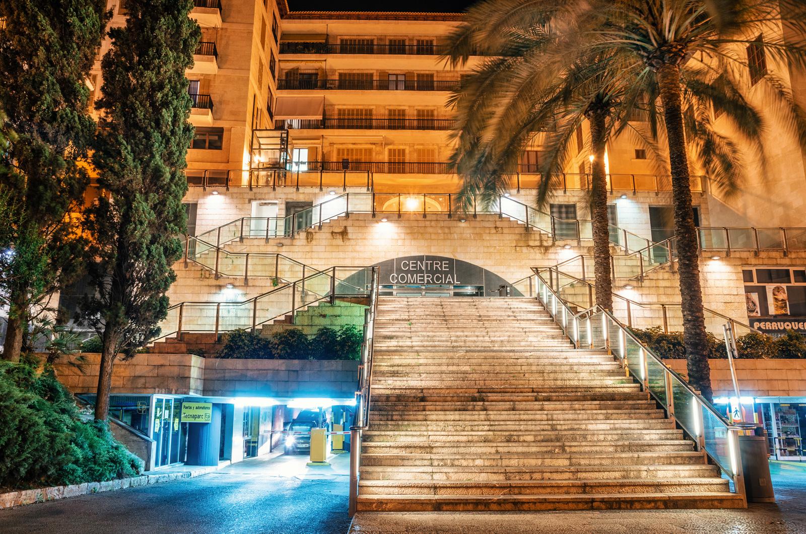 Торговый центр Centre Comercial. Над ним находится Главная площадь (Placa Major), Пальма де Майорка