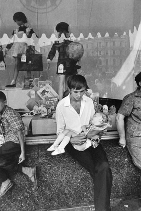 63650 Нелегко ходить по магазинам Helfried Strauss нач. 70-х.jpg