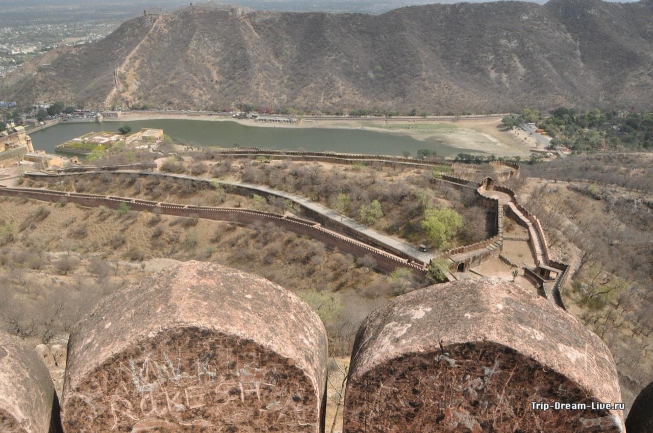 Дорога между двумя фортами