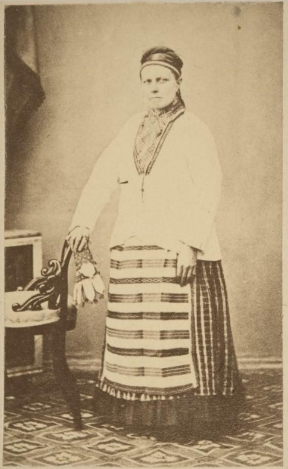 1867. Яаски. Женщина в народном костюме
