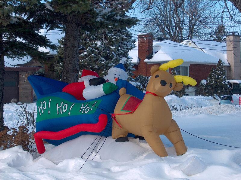 21 Декабря 2005 года. На бульваре Св. Патрика в Лашин. К Рождеству готовы.