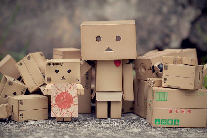 История картонного человечка