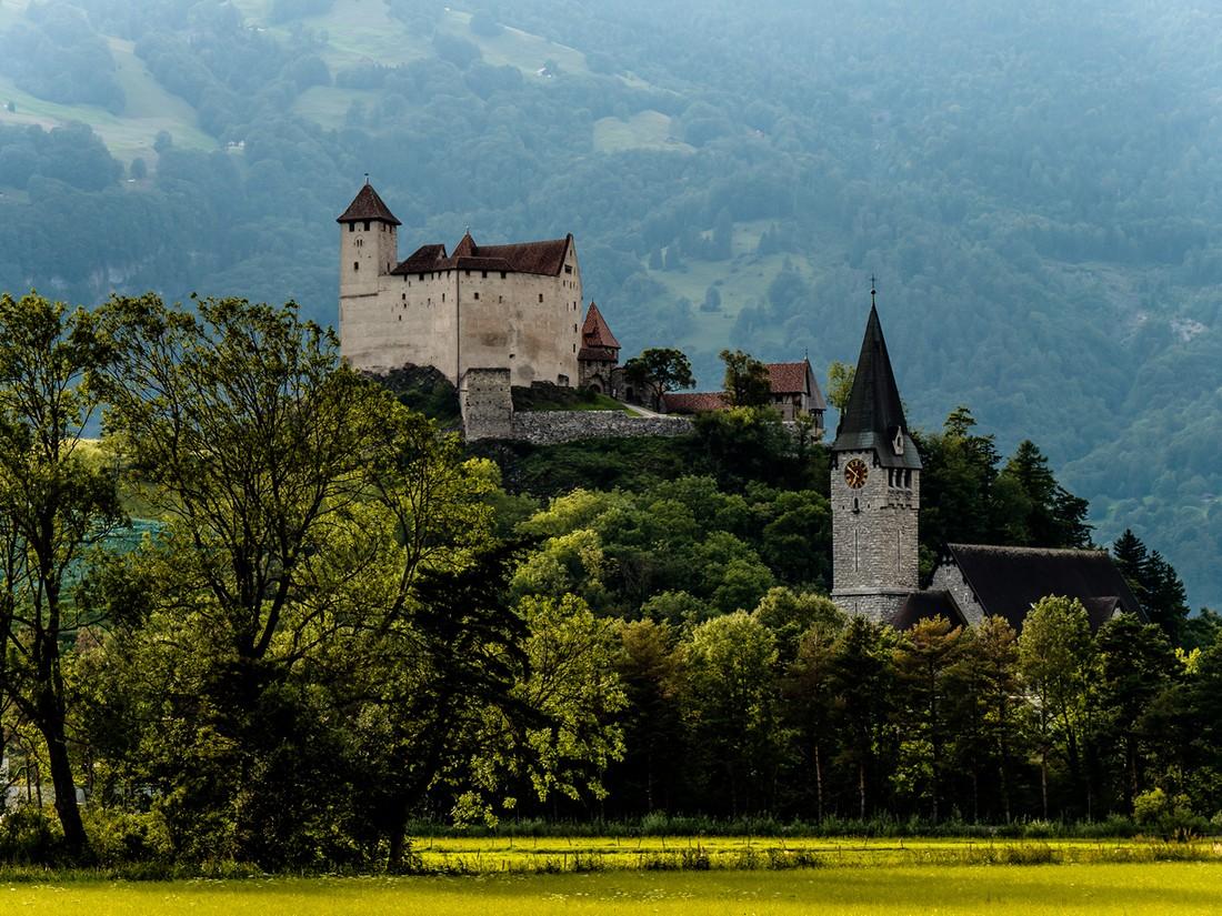 11. Туристам предлагается посетить Художественный музей Лихтенштейна, Национальный Музей Лихтенштейн