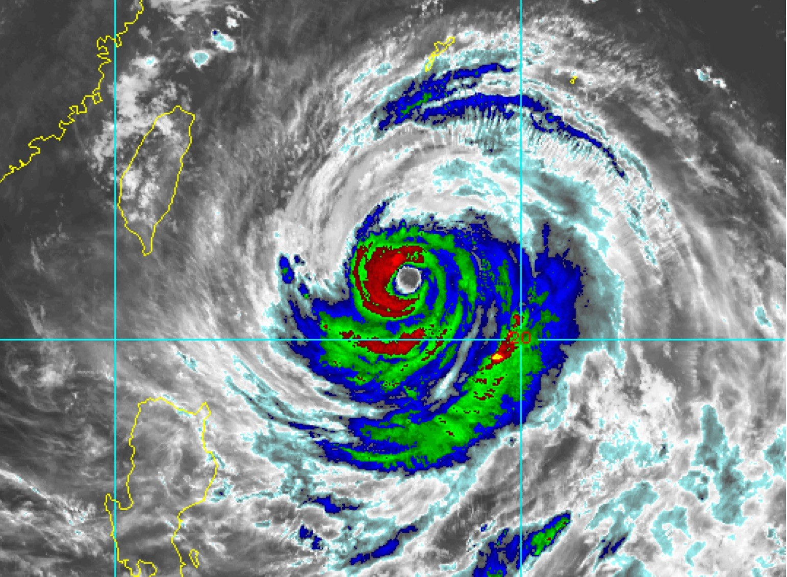 NASA показала как выглядит разрушительный тайфун Soudelor из космоса