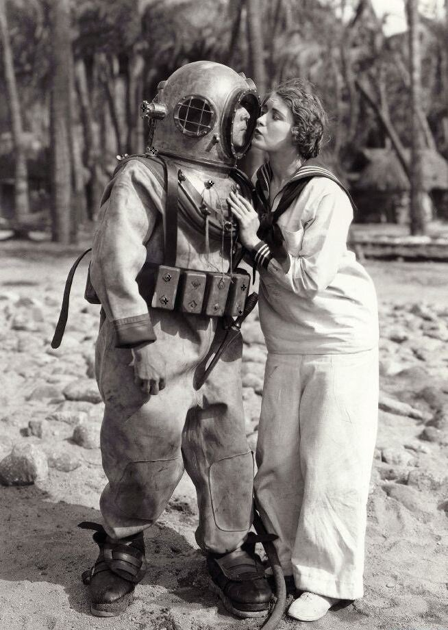 "Buster Keaton and Kathryn McGuir ""The Navigator (1924)"