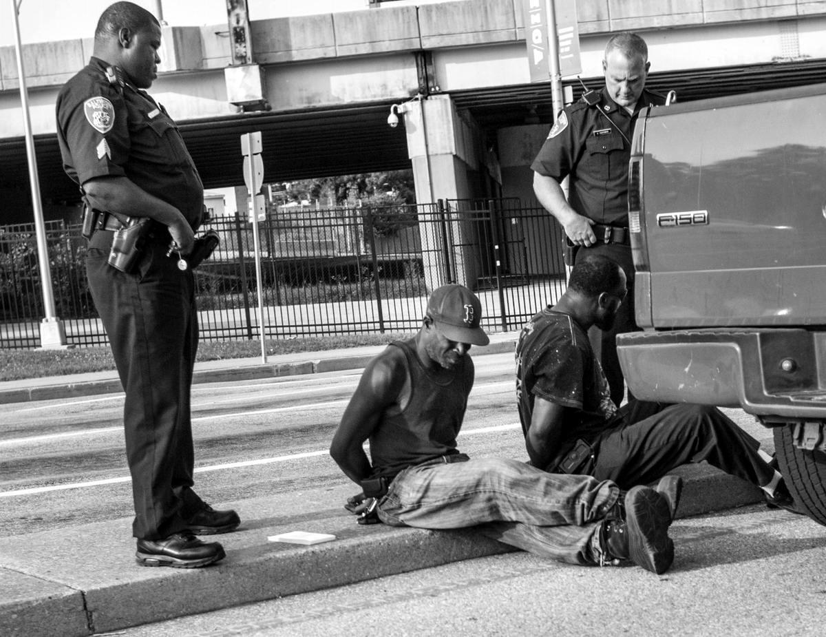 Неулыбчивая Америка: Черно-белая жизнь в бедных кварталах современного Балтимора (25)