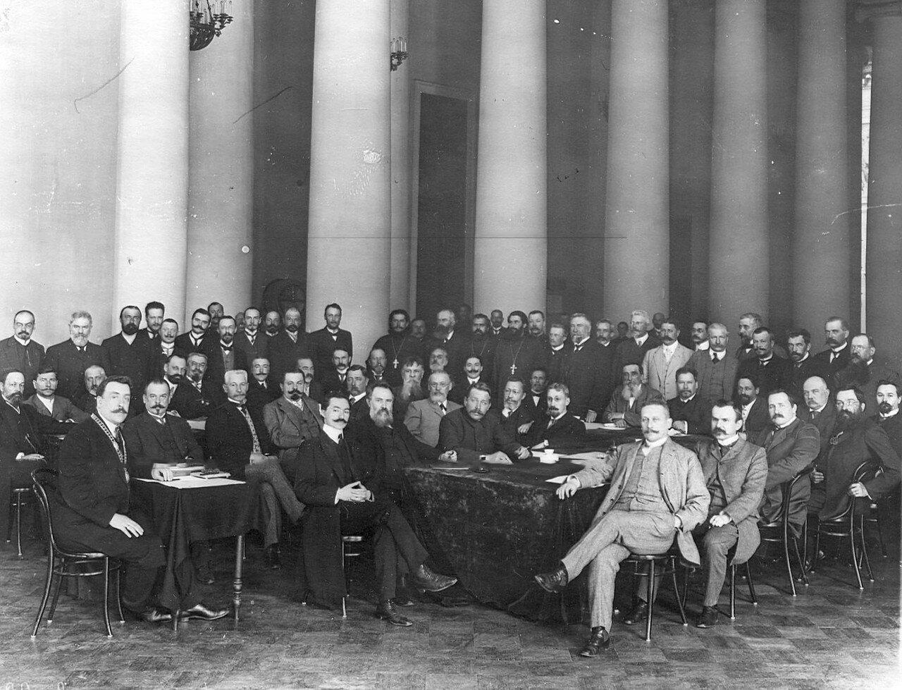 Совещание думских депутатов в Екатерининском зале Таврического дворца