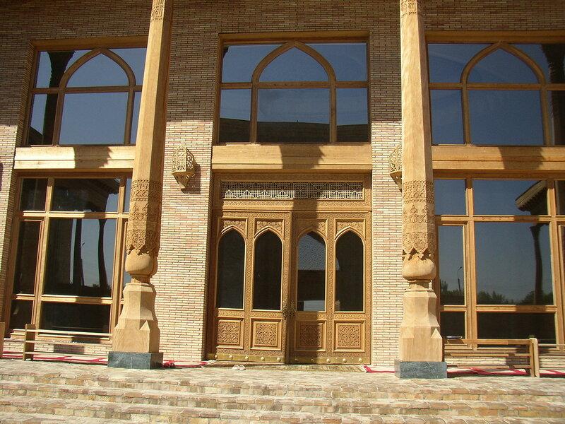 Вход в центральную пятничную мечеть