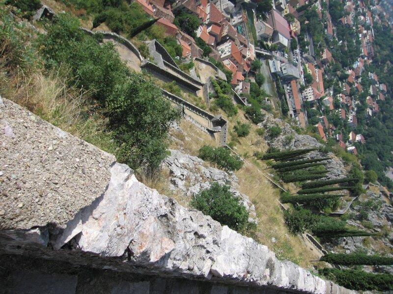 Черногория, спуск с крепости Котора