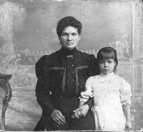 Надюша с мамой
